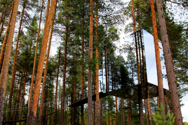 Mirrorcube-Tree-Hotel-in-Harads-Sweden-2